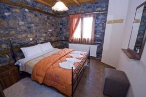 Suite 4, Siantsis Guesthouse, Kaimaktsalan, hotels, rooms, suites, guesthouses, accommodation, Palios Agios Athanasios